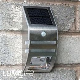 slimline_solar_wall_light